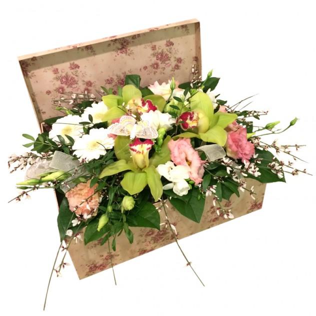Роз открытка, букеты цветов в сундучке и корзине