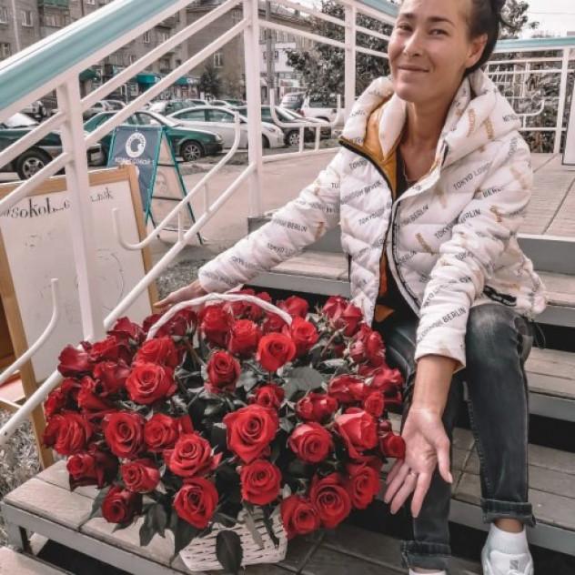 Корзина из 85 роз